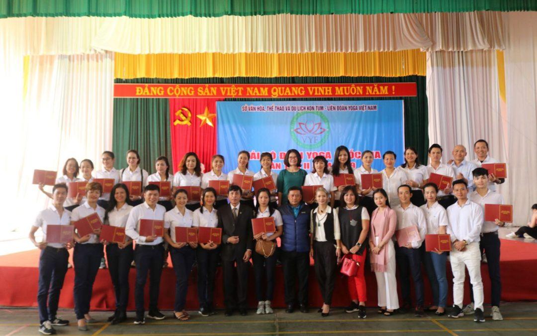 Liên đoàn Yoga Việt Nam trao giấy chứng nhận Trọng tài quốc gia môn Yoga cho 24 HLV